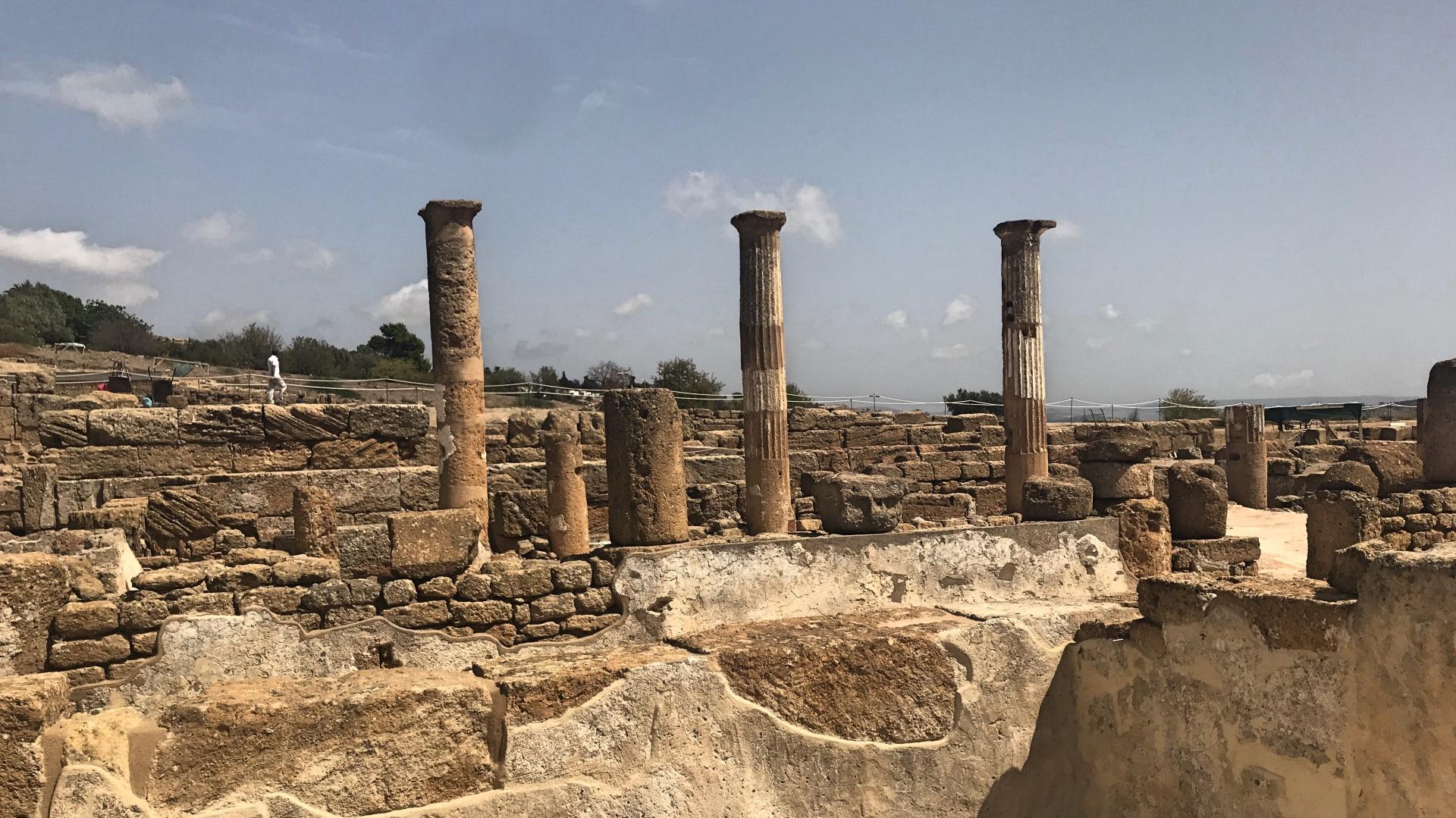 c3f3cd9253 Per conoscere Agrigento bisogna partire dalle sue viscere, da quegli ipogei  che raccontano più di un libro di storia: e quando si ritorna alla luce, ...
