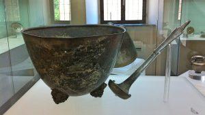 Argenti di Morgantina, coppa con mestolo (foto Giulio Giallombardo)
