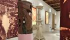 Ceramiche e stoffe di Alessandro Roma con un candelabro neoattico
