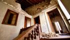 La scalinata che porta al primo piano