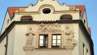 I bassorilievi sulla Casa al Pozzo d'Oro (foto Gianluca Terravecchia)