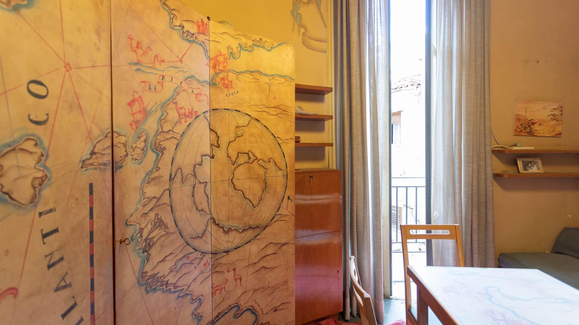 Casa savona camera dei bambini con armadio decorato le for Negozi arredamento casa savona