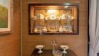 Casa Savona, vetrina con porcellane