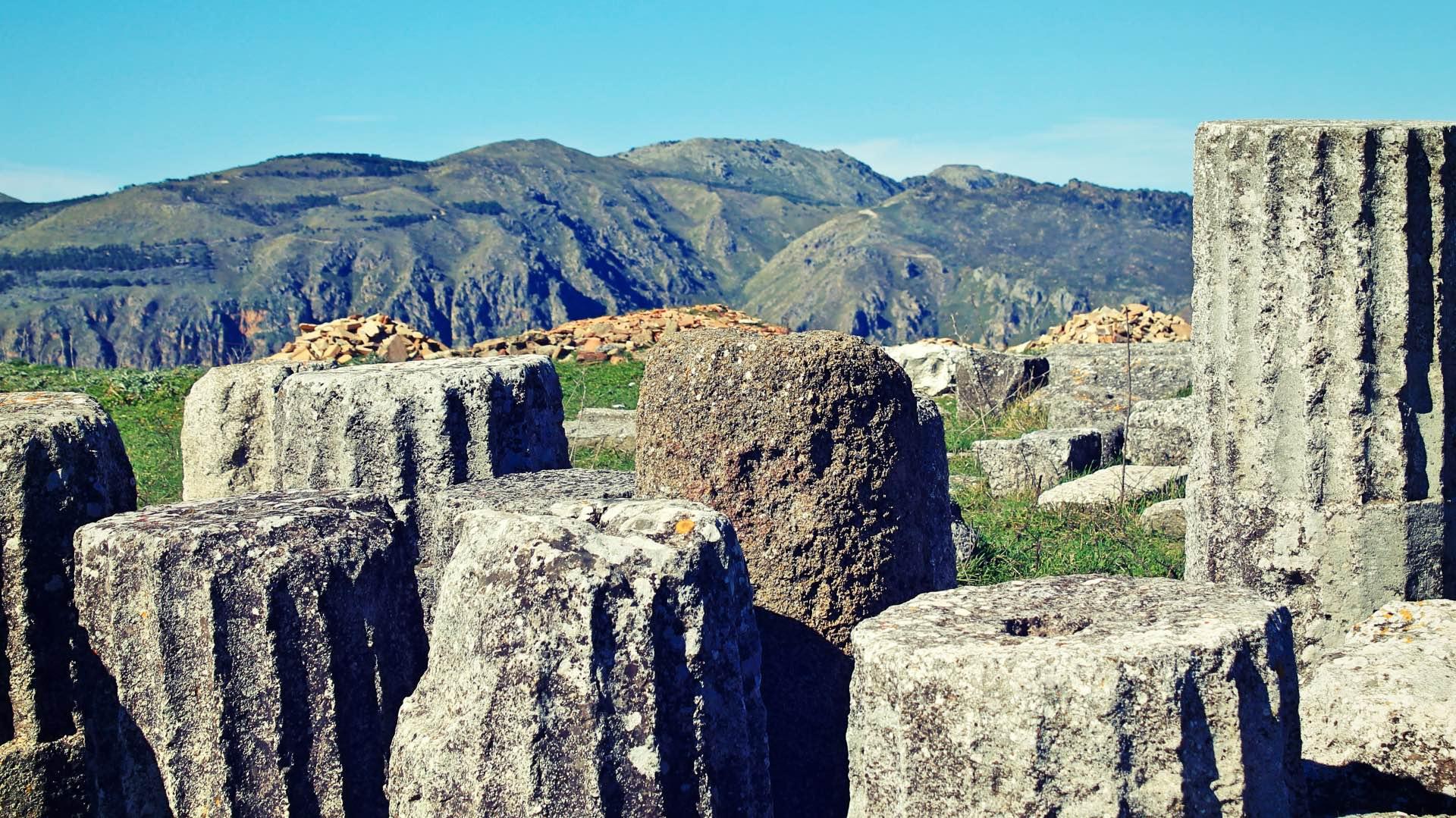 Recinzioni Per Case Di Montagna nuovi percorsi e tribuna per il teatro: rinasce l'antica