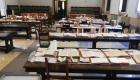Volumi disposti ad asciugare sui banchi della biblioteca